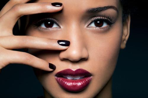 Maquiagem-com-batom-burgundy.jpg