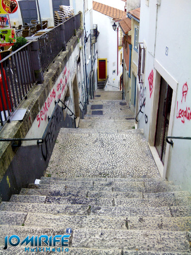Escadas do quebra-costas em Coimbra em Portugal [en] Back-breaking stairs in Coimbra in Portugal