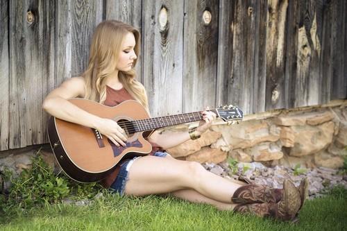 Guitar-LorriLang.jpg