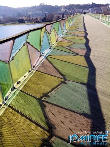 Cor dos vidros da Ponte Pedro e Inês no Parque verde do Mondego em Coimbra