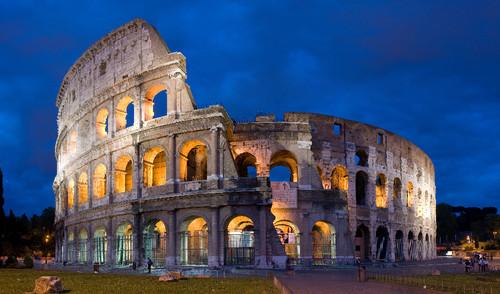 Colosseum_in_Rome,_Italy.jpg