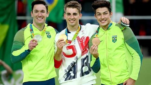 Diego Hypólito, à esquerda, conquistou a medalha de prata