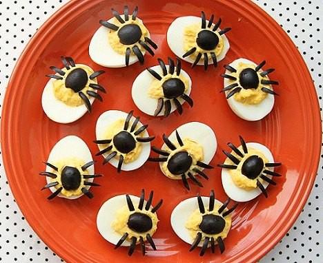 aperitivos-faciles-halloween-huevos-arana.jpg