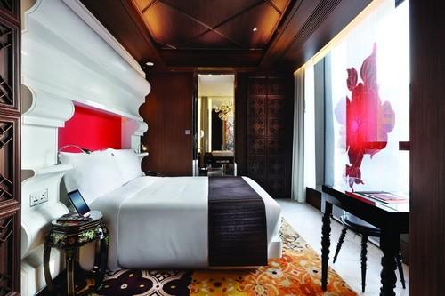 19-top-interior-designers-marcel-wanders-half-moon