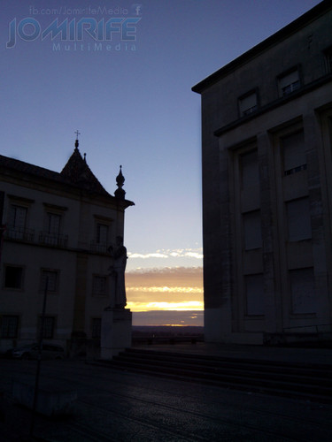 Pôr-do-sol entre as faculdades na Universidade de Coimbra [en] Sunset between the faculties at the University of Coimbra