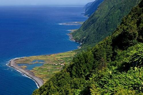 faja_caldeira_santo_cristo visit azores.jpg