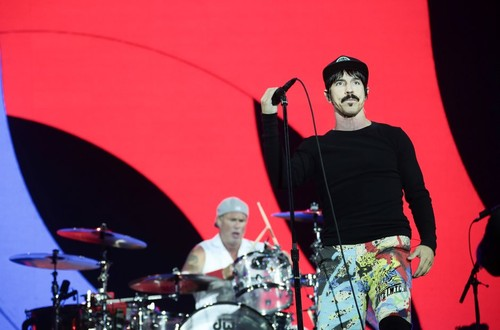 red-hot-chili-peppers-at-reading-festival-2016-7-1
