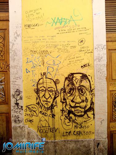 Parede vandalizada com desenhos e rabiscos na Rua Borges Carneiro em Coimbra Portugal [en] Wall vandalized with drawings and scribbles in Borges Carneiro Street in Coimbra Portugal