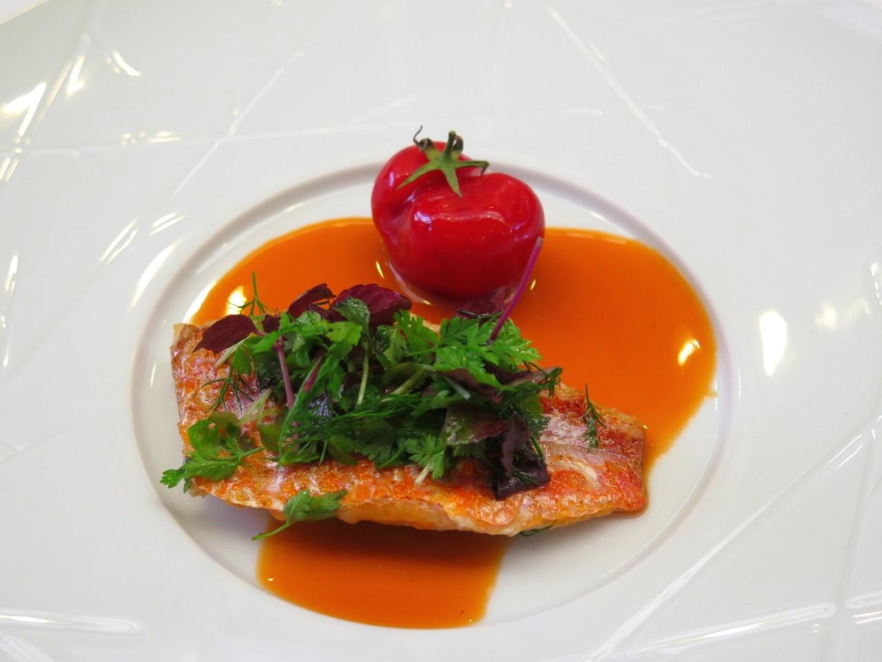 Salmonete de Setúbal, falso tomate e molho de fígados