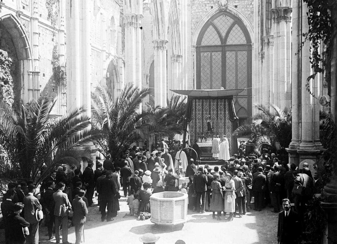 Missa nas ruínas do convento do Carmo assinalando