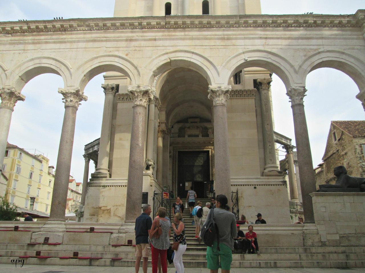 Croácia-Split-entrada da Catedral.jpg