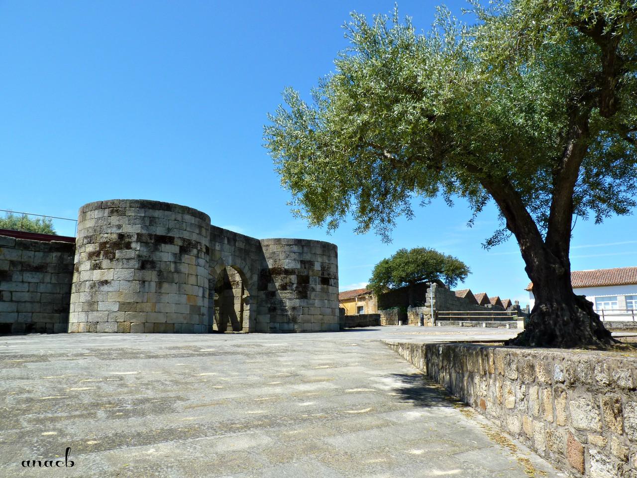Idanha-a-Velha (4) Muralha e Porta Norte.jpg
