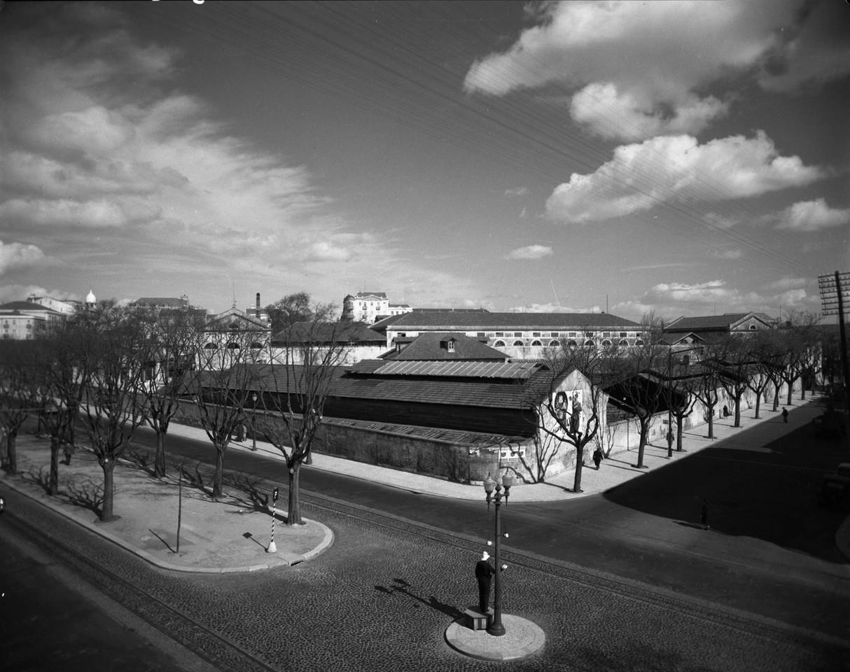 Matadouro Municipal de Lisboa do lado da avenida F