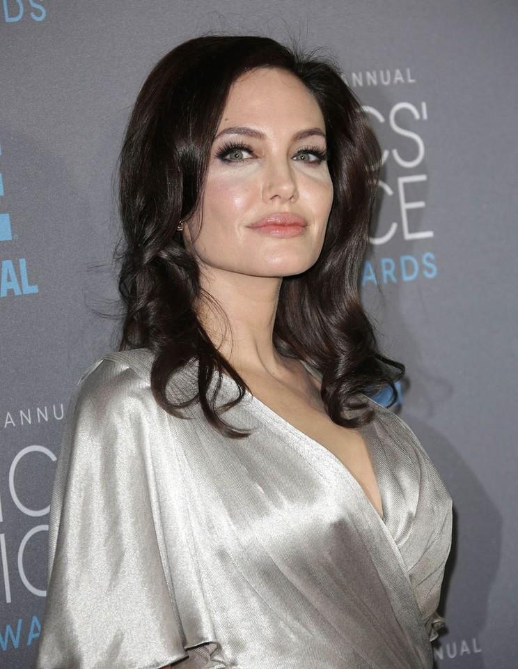 Angelina-Jolie (1).jpg