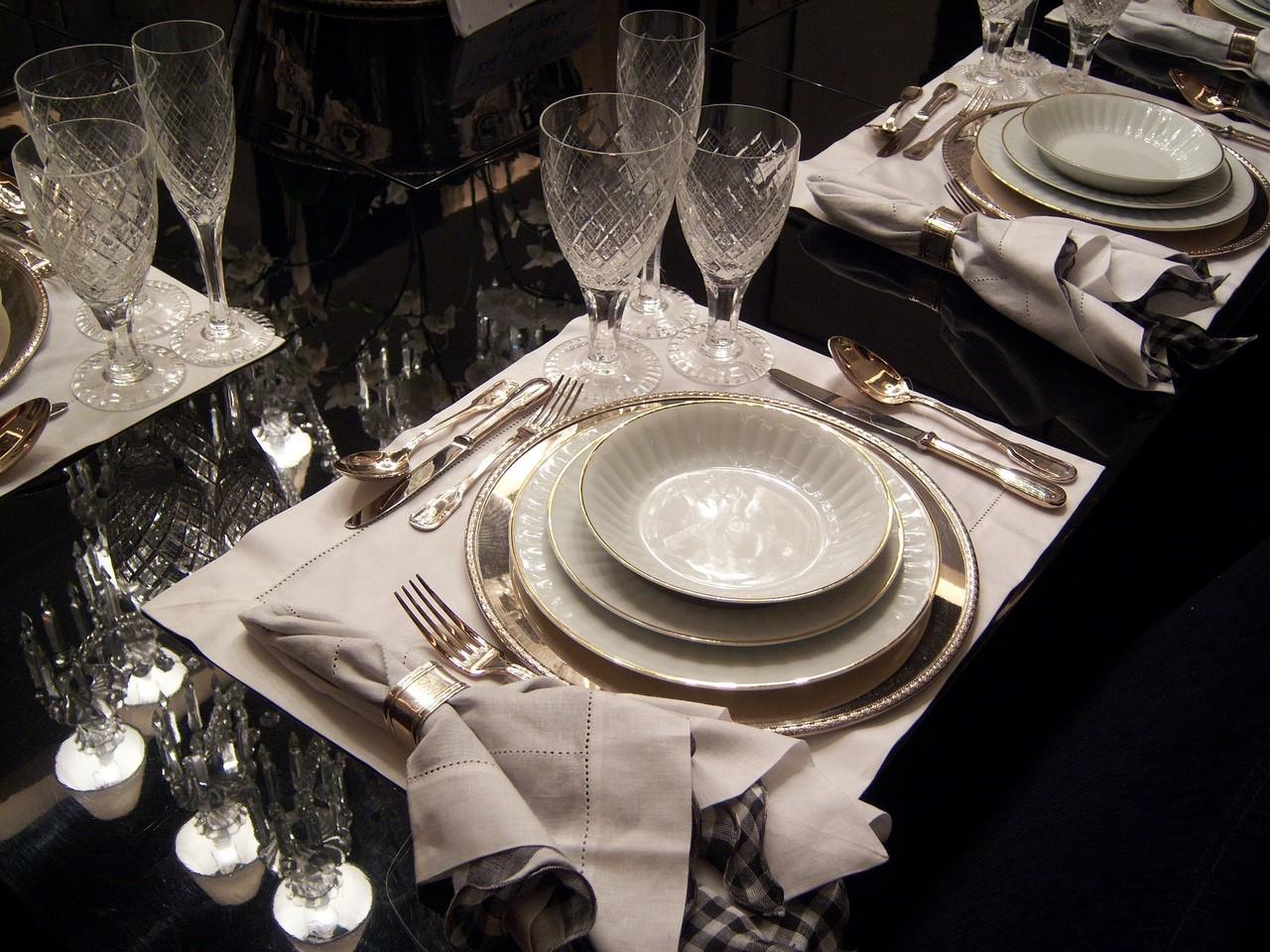 dining-table-263856_1920.jpg