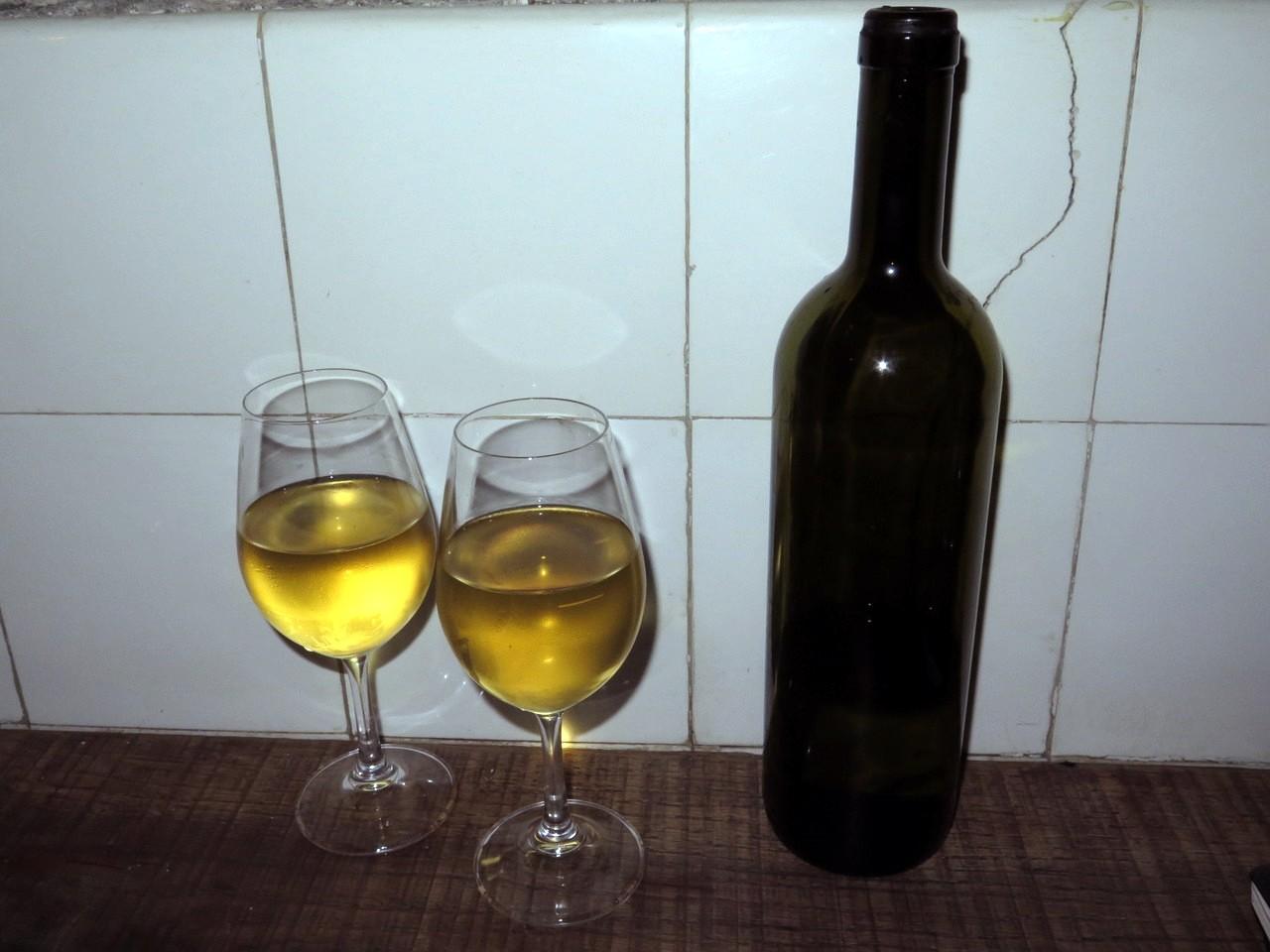 não, a garrafa não é de vinho!