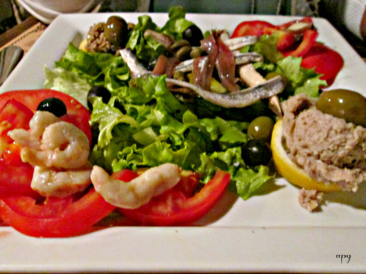 Trogir - restaurant capo - blue dish - viajarporqu