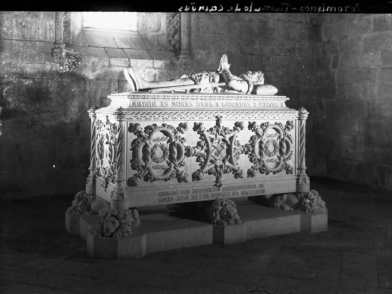 Mosteiro dos Jerónimos, túmulo de Luís de Camõ