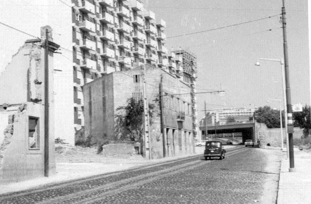 Prédios em demolição, Estr. da Luz (A. Madureira,1968)