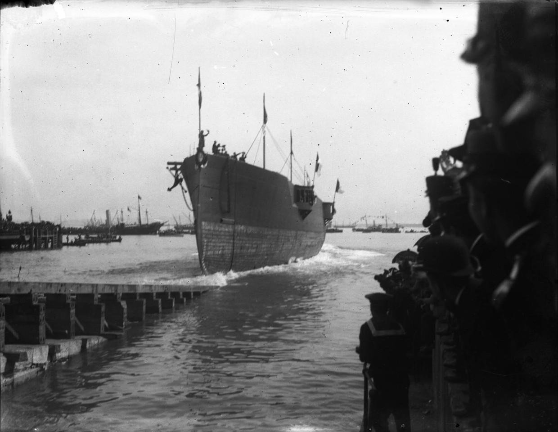 Arsenal de Marinha, lançamento à água de um nav