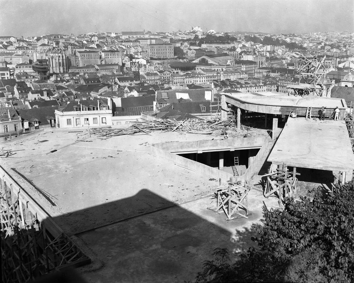 Obras no mercado do Chão do Loureiro.jpg