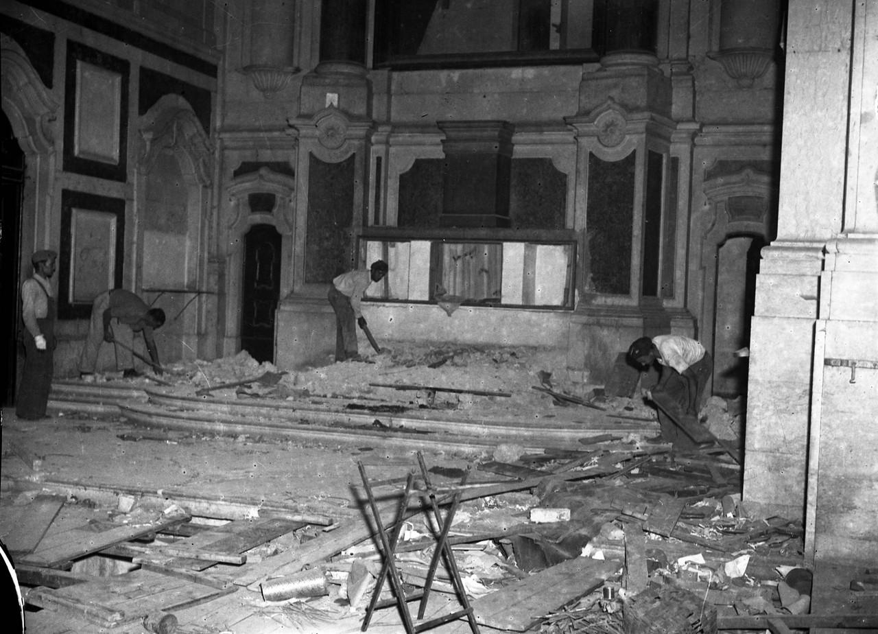 Demolição da igreja do Socorro, o interior da ca