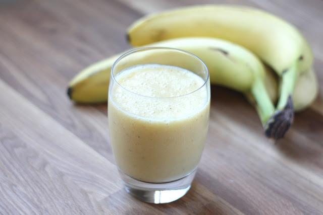 banana orange juice smoothie.jpg