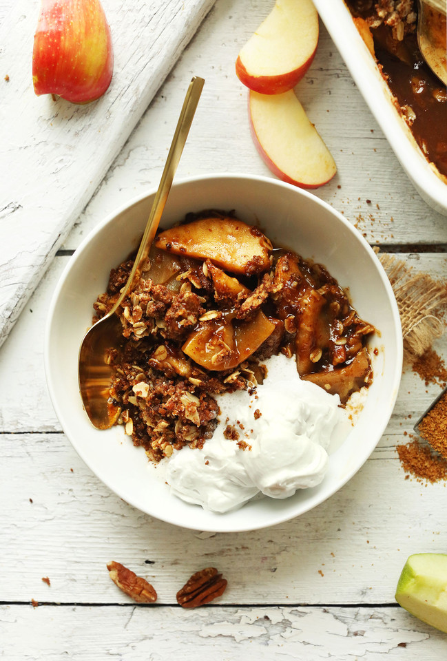 THE-BEST-Vegan-Apple-Crisp-with-a-Pecan-Oat-Toppin