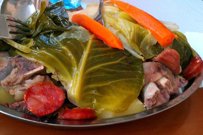 iguaria-cozido-a-portuguesa-na-mesa.jpg