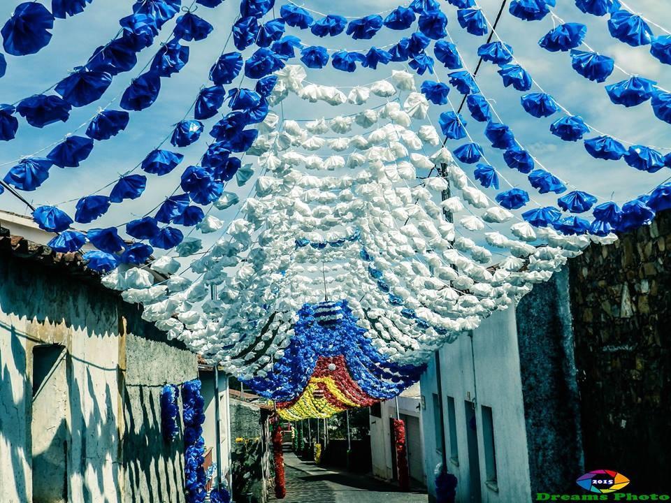 Rua Principal 5 -um mar de cores no céu do Pereir