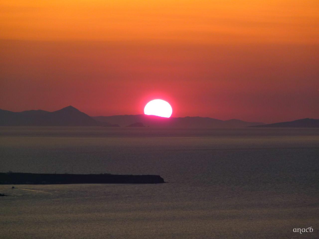 Santorini-o pôr-do-sol visto de Fira (1553) cópi