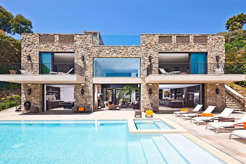 11-26-Million-House-for-Sale-on-Malibu-Beach.jpg