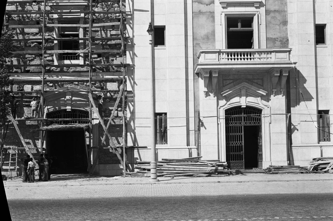 Local onde existiu a bica da Alfândega, 1951.jpg
