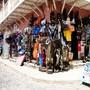 Venda de artesanato africano em Santa Maria