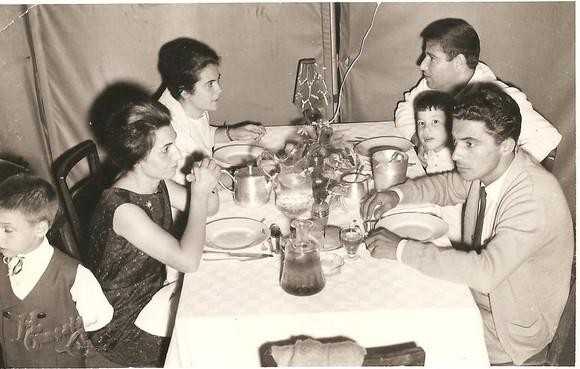 Jantar de domingo no terraço da messe 1964-1.jpg