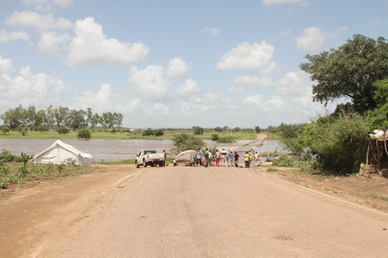 Mau tempo: A estrada de Boane