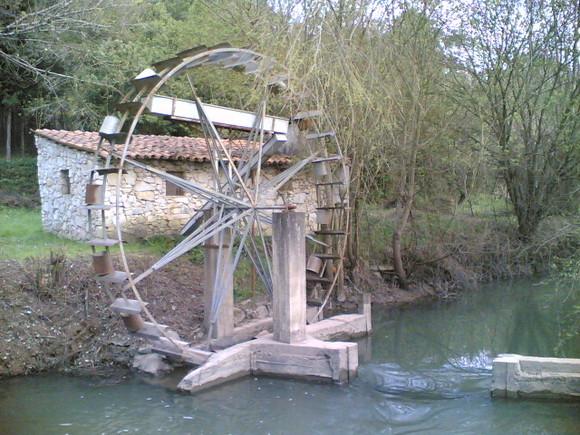 Resultado de imagem para moinho de água