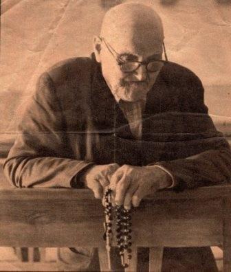 Praying-the-rosary.jpg