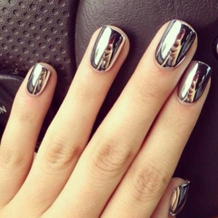 nail-art-chrome-nail-polish-and-silver-metallic-na