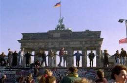 Berlin-wall-dancing.jpg