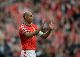 Luisão é o único que se mantém no Benfica