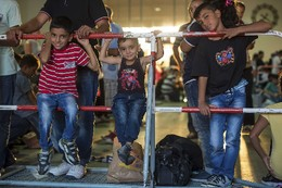 Refugiados chegados à estação de Munique, Alema
