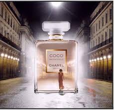 COCO MADEMOISELLE a entrar para um frasco.jpg
