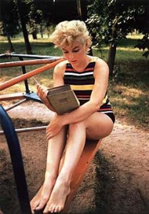 Ulysses, after Eve Arnold photographed her reading