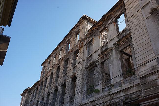 Gebäude in Trümmern