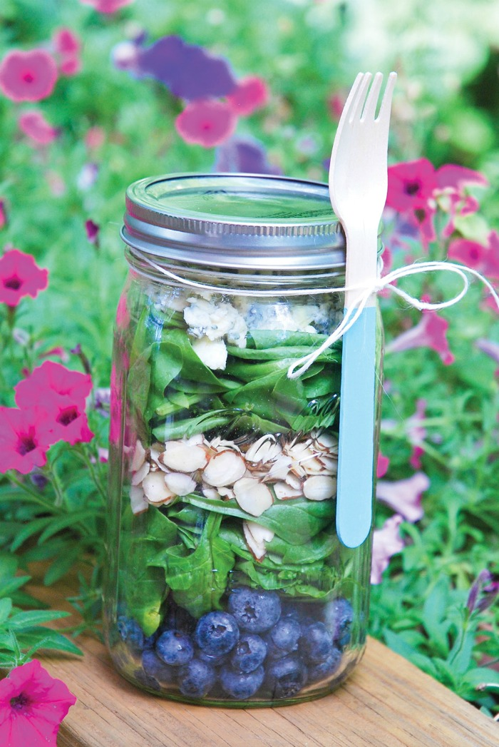 blueberry-spinach-salad-in-mason-jars.jpg