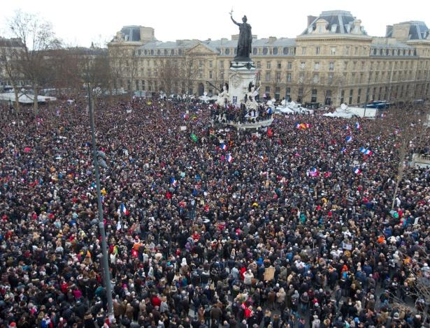 11jan2015---praca-da-republica-em-paris-foi-tomada