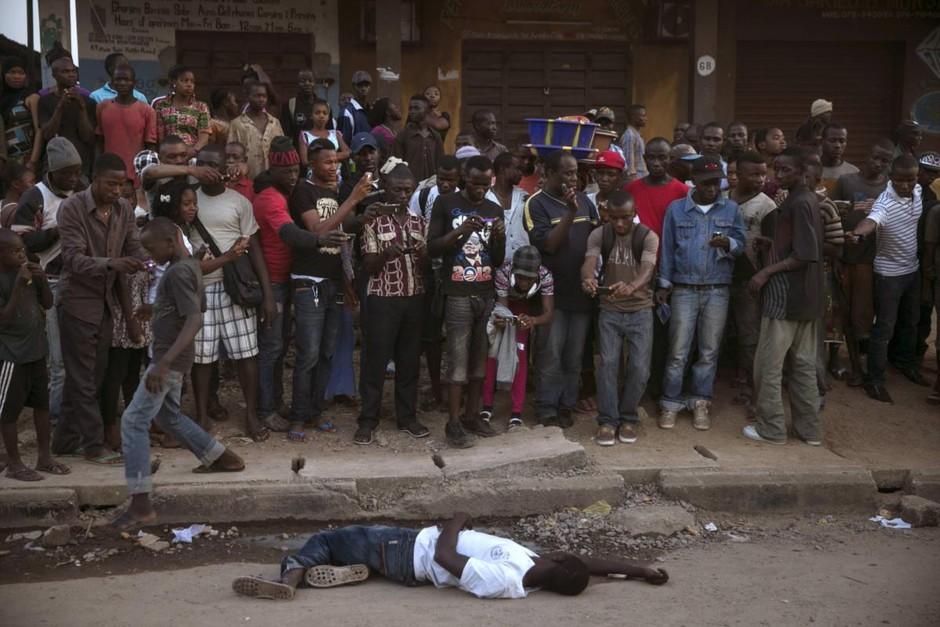 Homem suspeito ébola, Koidu, Serra Leoa